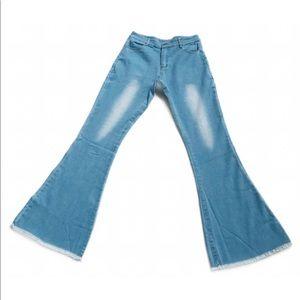 Jeans - 💙 NWOT Bell Bottom Hippie Jeans Light Wash 27/4